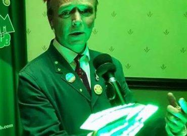 Steve Mill Magician 01